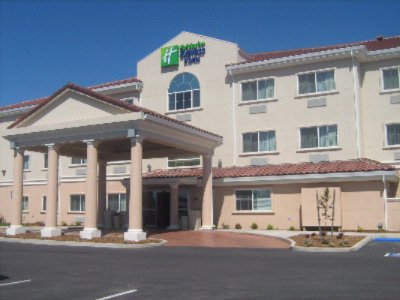Holiday Inn Express & Suites 1 of 8