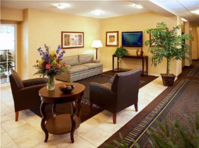 Candlewood Suites Lobby 4 of 8