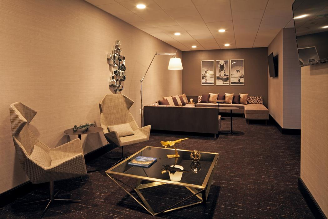 Transfer Lounge 18 of 25