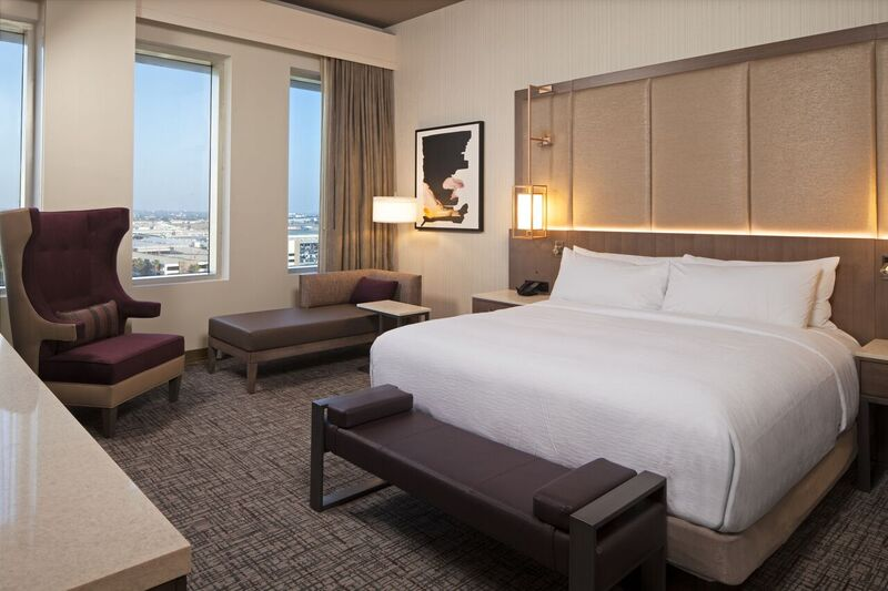 H Hotel Deluxe King Room (1) 8 of 25