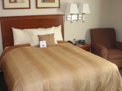 Relax In A Comfortable King Size Bed 3 of 9
