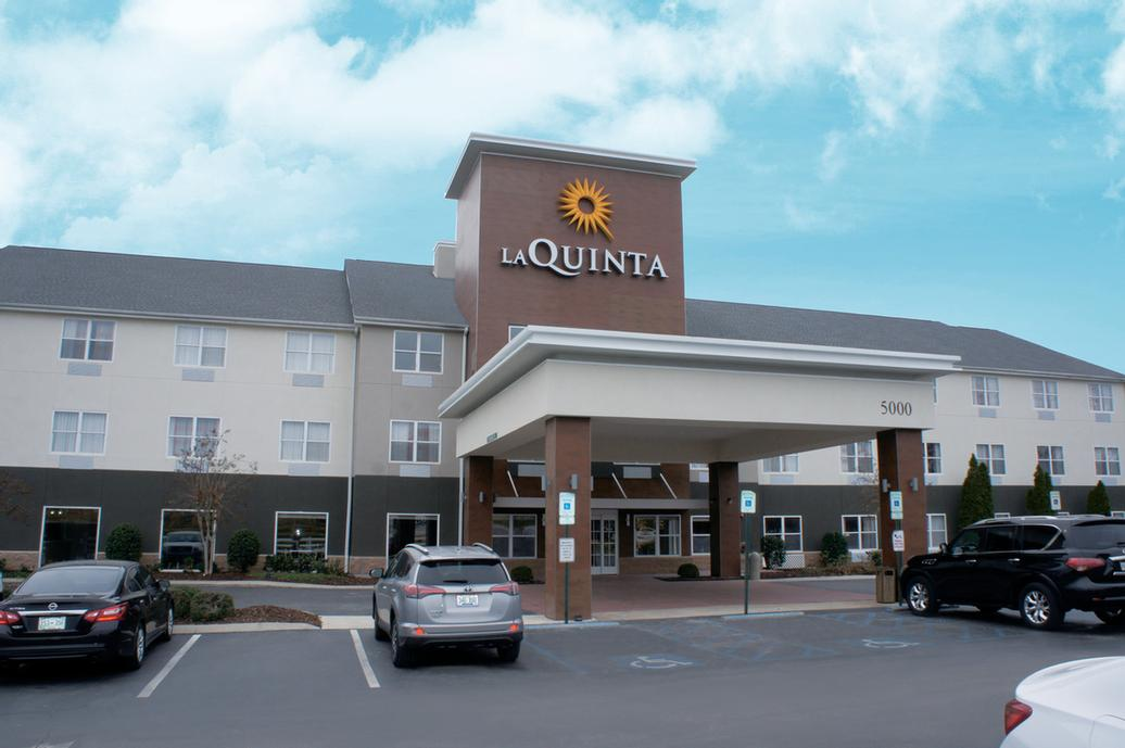 La Quinta Inn & Suites Chattanooga North Hixson 1 of 11