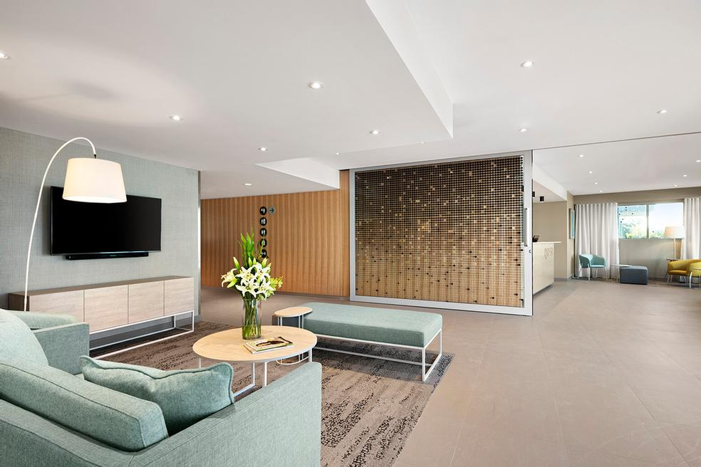 Guest Lounge/business Centre 4 of 11