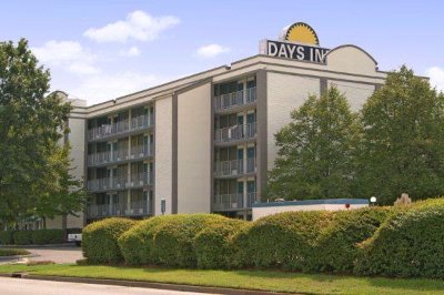 Days Inn Norfolk Military Circle 1 of 10