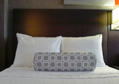 Crowne Plaza Bedding 8 of 16