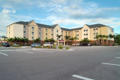 Candlewood Suites Fort Myers / Sanibel Gateway