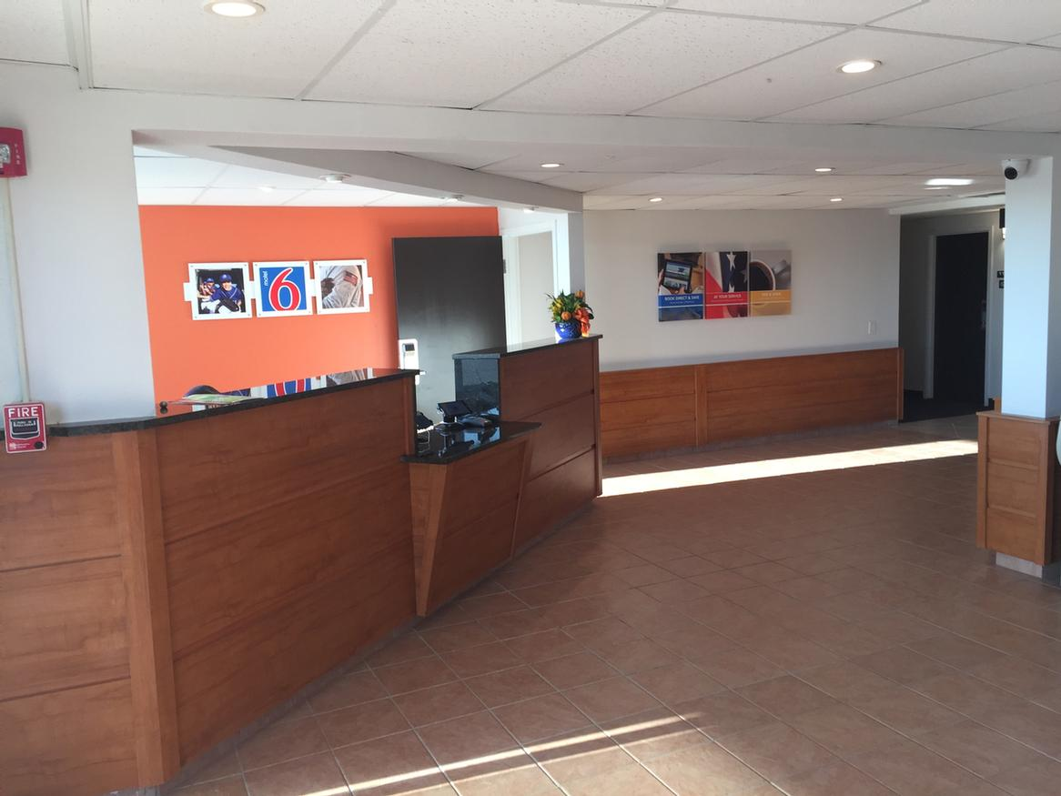 Motel 6 Va Front Desk 7 of 17