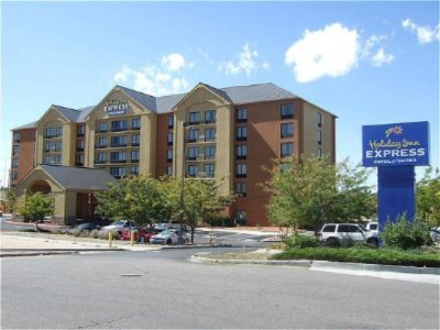 Holiday Inn Express & Suites 1 of 11