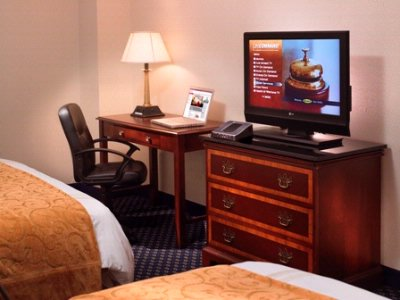 Enjoy Updated Amenities In The Comfort Of Your Room. 6 of 6