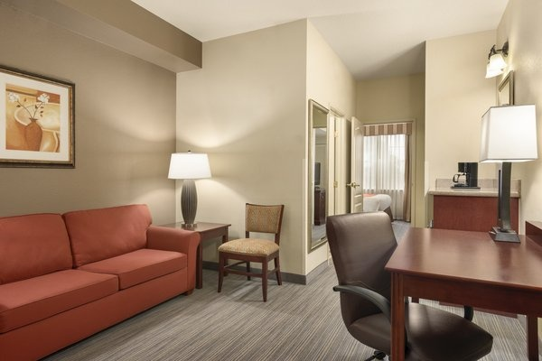 One Bedroom Suite-2tvs-Sofabed 12 of 16