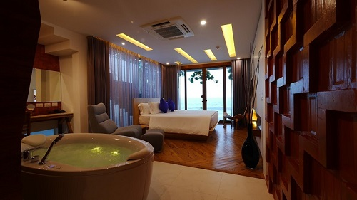 Beachfront Room 8 of 13