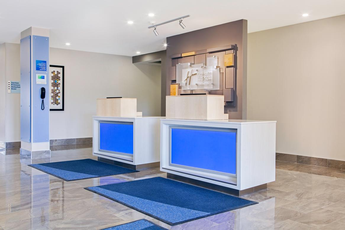Holiday Inn Express & Suites Mississauga Toronto Southwest 1 of 10