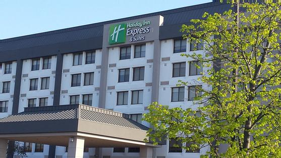 Holiday Inn Express & Suites Mississauga Toronto Southwest 1 of 16
