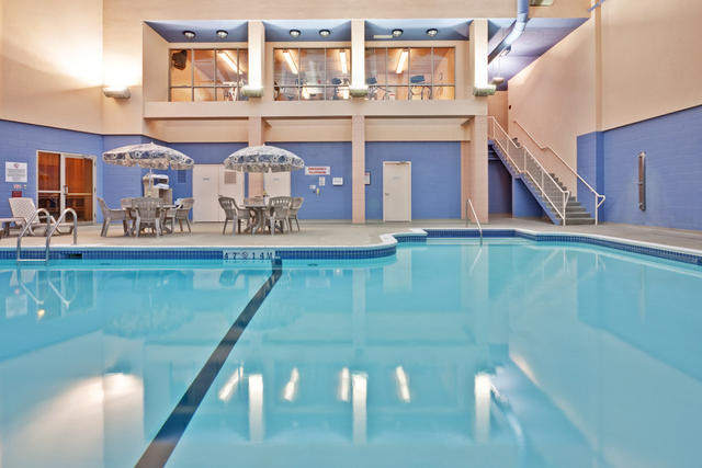 Large Indoor Pool 4 of 10