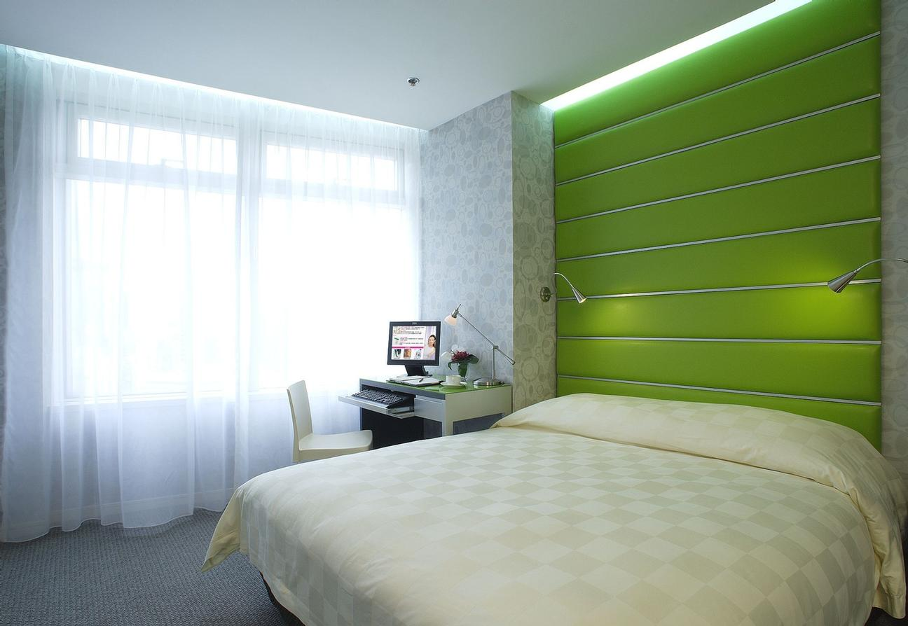 Executive Room In Green Color 8 of 10