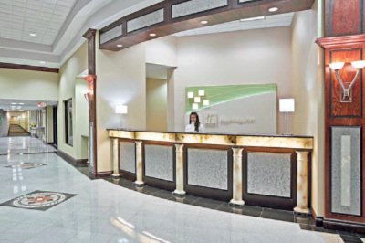 Front Desk 4 of 18