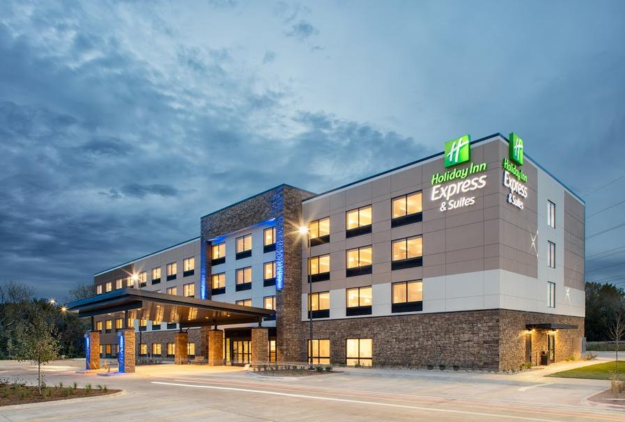 Holiday Inn Express & Suites East Peoria Riverfront 1 of 10