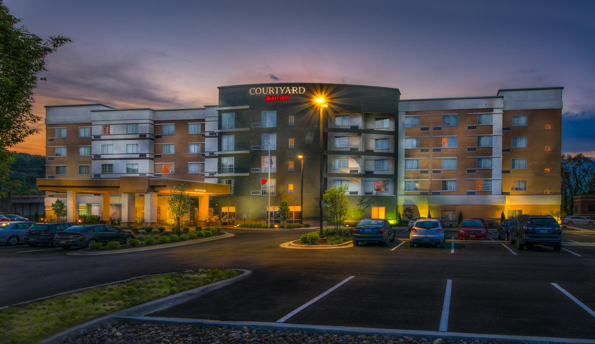 Courtyard by Marriott Charleston Downtown / Civic Center