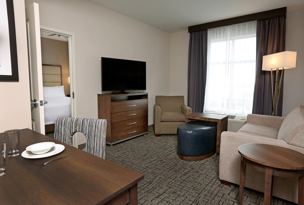 One Bedroom Suites Available With One King Or Two Queen Beds And Separate Living Room 11 of 13
