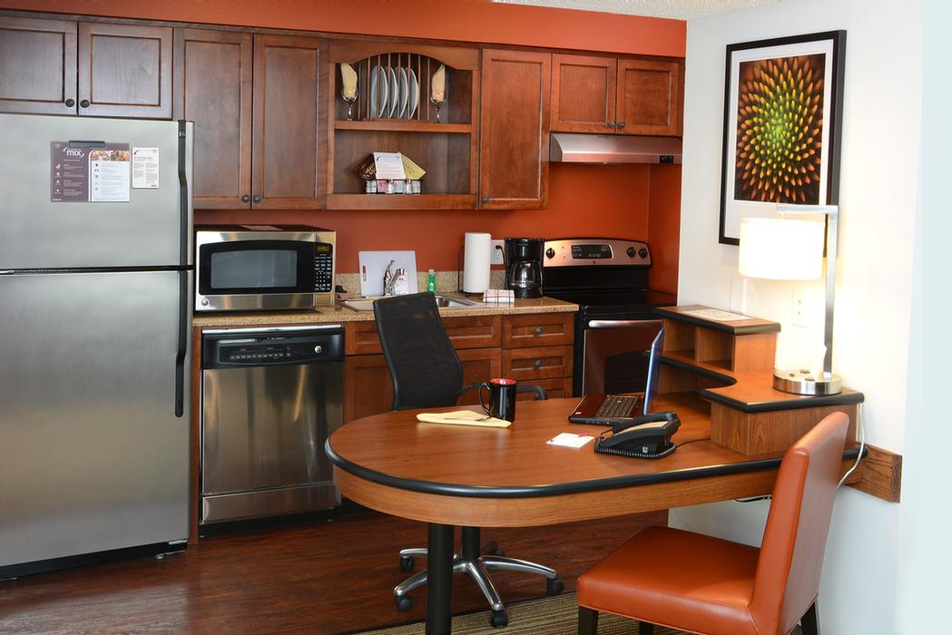 Guest Suite Kitchen 4 of 9