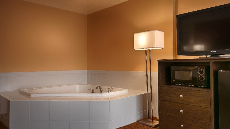 Jacuzzi Suite 6 of 8