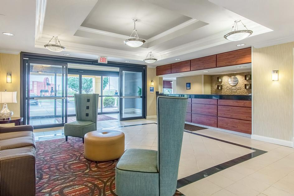 Spacious Lobby With Comfortable Seating 3 of 9