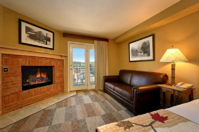 King Jacuzzi Fireplace Suite 3 of 14