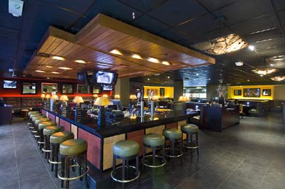 Houlihan\'s Lounge Is Fun Energetic And A Great Place To Watch Sporting Events 9 of 15