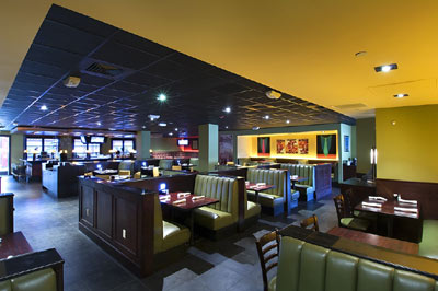 Houlihan\'s Dining Area 4 of 15
