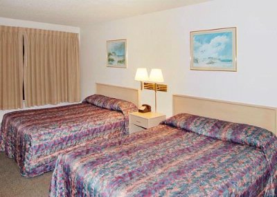 2 Queen Bed Room 3 of 15
