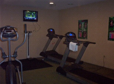 Fitness Room 7 of 16