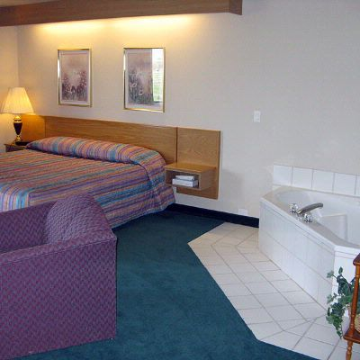 King Suites With In-room Whirlpool 8 of 9