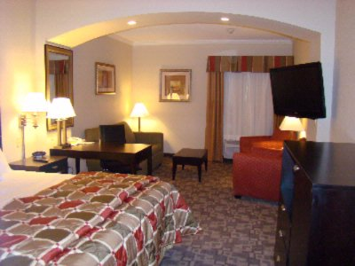 Extended King Room Gives You Even More Room To Stretch Out And Relax After A Busy Day Or Night Of Fun In Garland 8 of 10