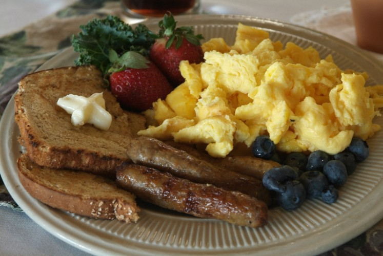 Complimentary Deluxe Hot Breakfast Buffet 4 of 24