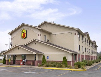 Super 8 Youngstown / Austintown Front View
