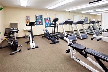 24/7 Fitness Center With New Hand Weights 8 of 11