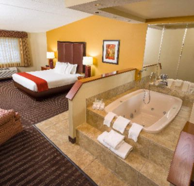Jacuzzi Suite 7 of 10