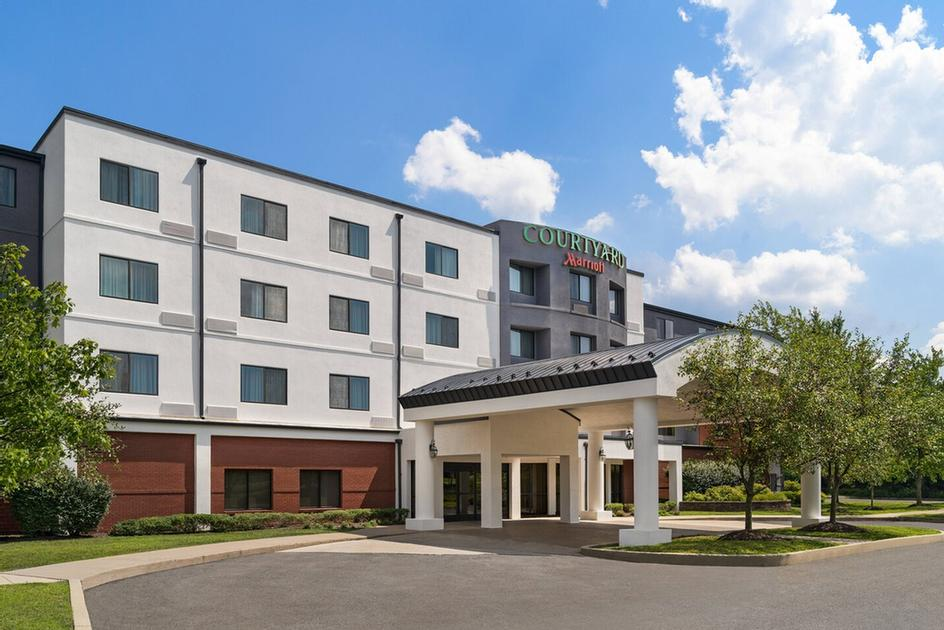 Courtyard by Marriott 1 of 11