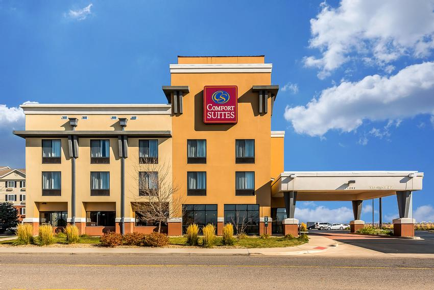 Comfort Suites Property 2 3 of 15