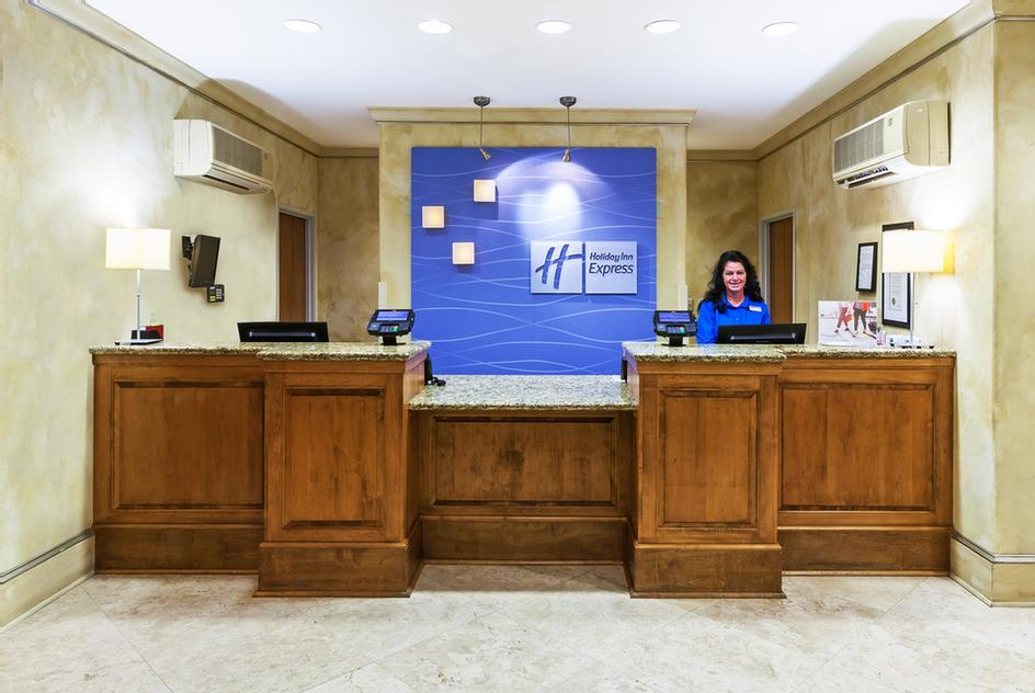 Front Desk 3 of 12