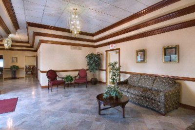 Elegant & Inviting Meeting Room Lobby 3 of 13