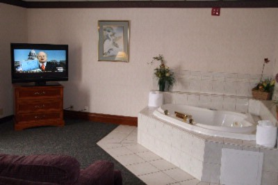 Jacuzzi Suites Available 7 of 13