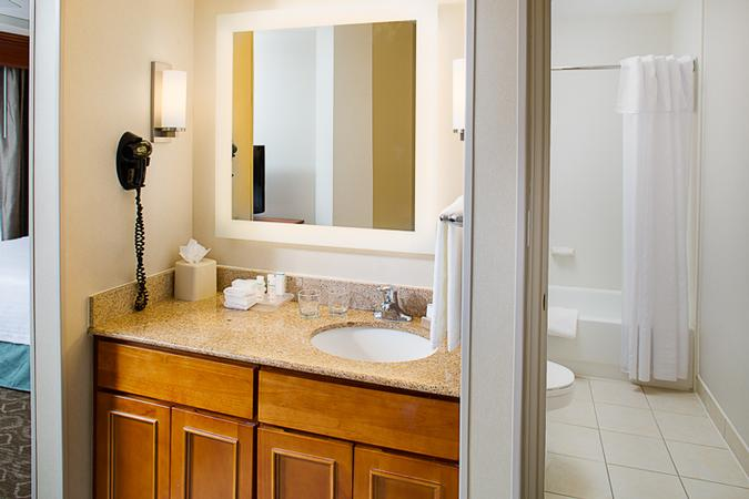 Bathrooms With Lighted Mirrors 19 of 21