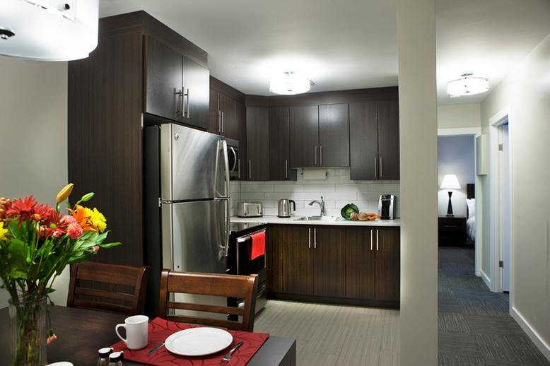Executive Suite Kitchen 2 of 10