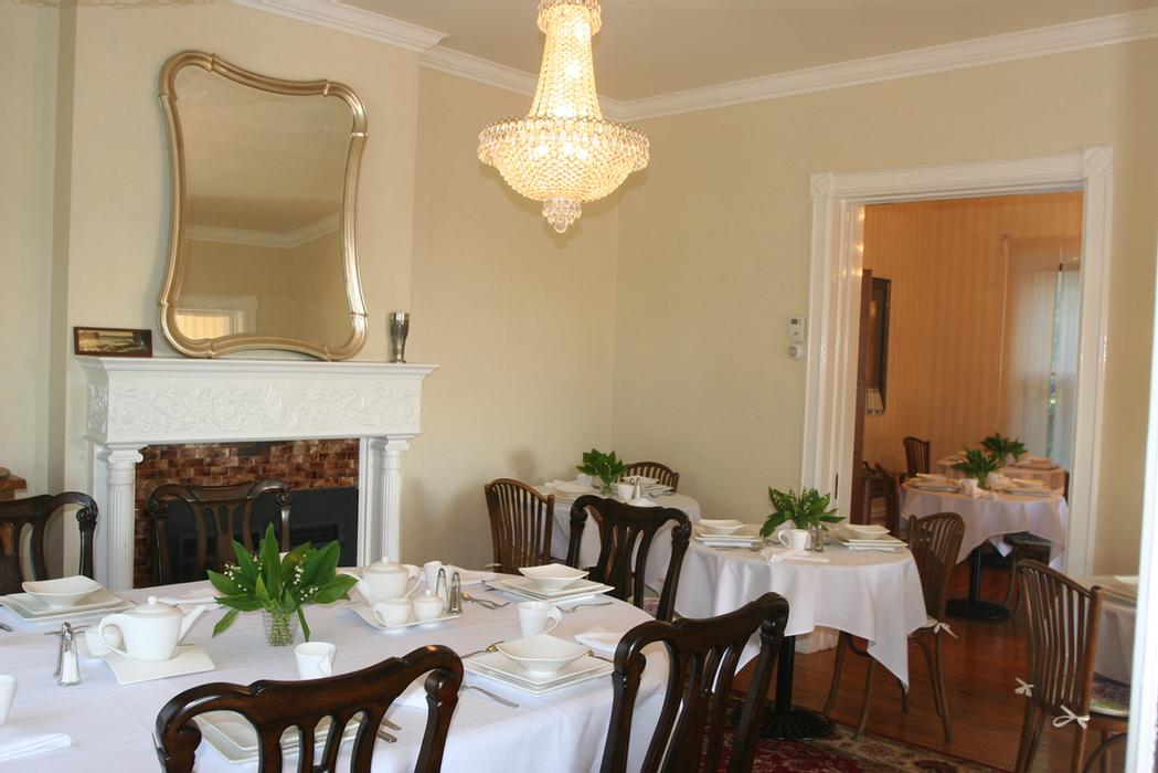 Enjoy Your Breakfast In Dining Rooms Overlooking The Niagara Gorge 14 of 16