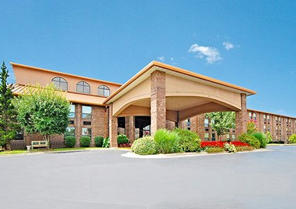 Comfort Inn at Thousand Hills 1 of 7