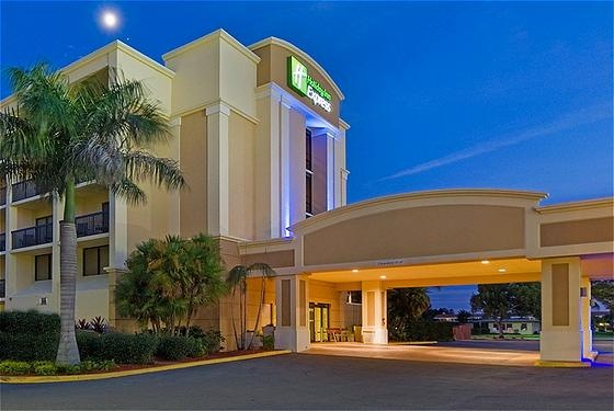 Holiday Inn Express Cape Coral / Fort Myers Area 1 of 3