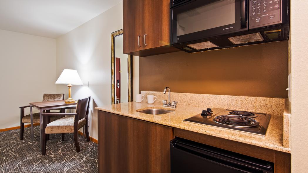 King Suite With Kitchenette 13 of 22