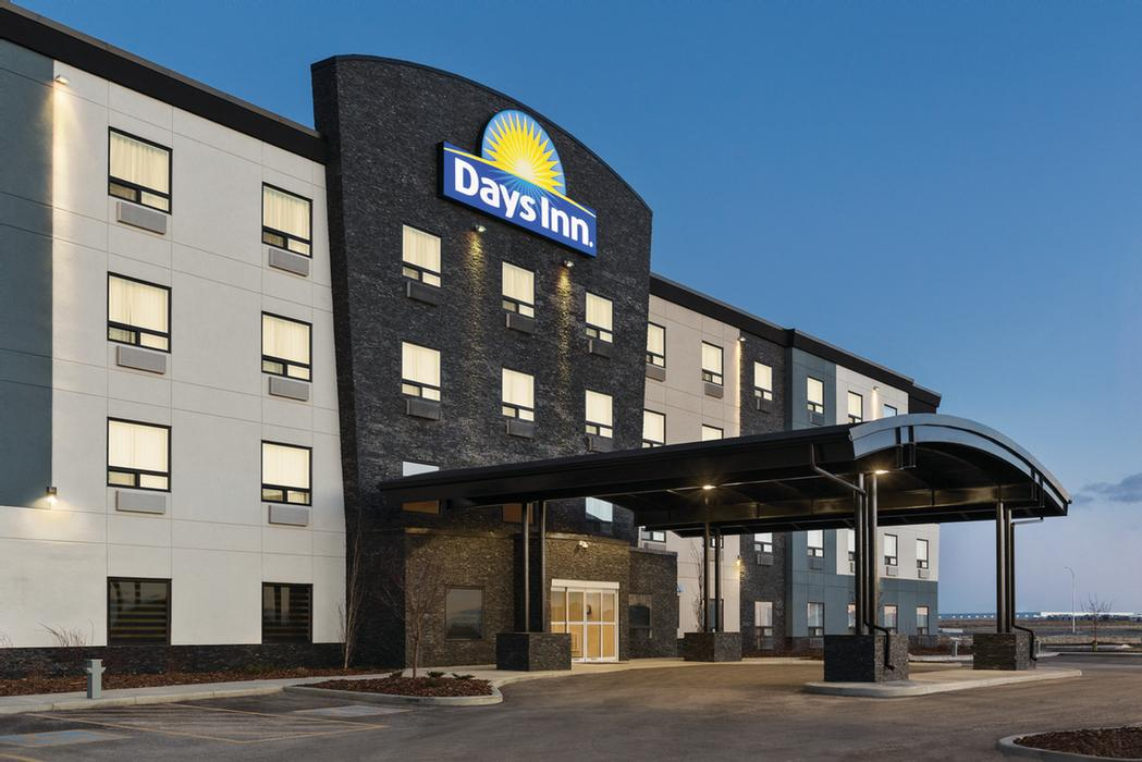 Days Inn Calgary North Balzac 1 of 11