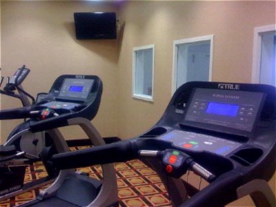 Fitness Room 6 of 9